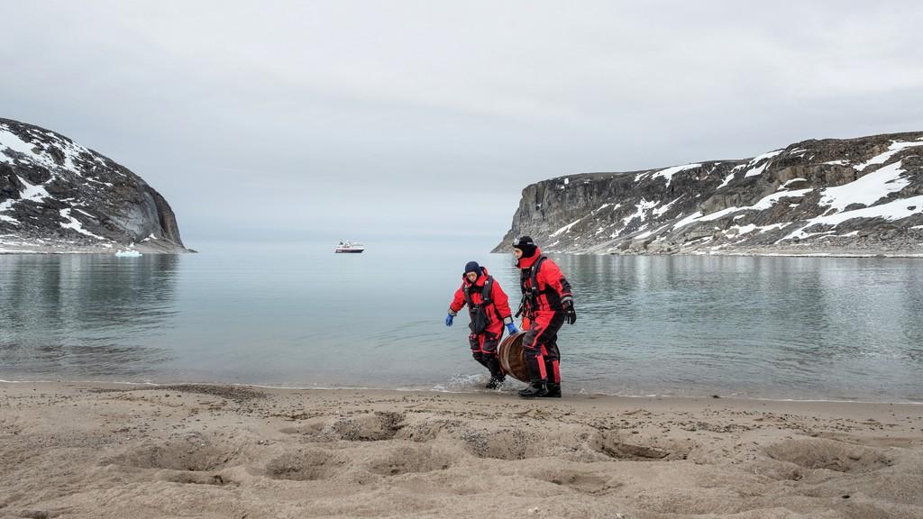 beach cleaning at Kap Bruun